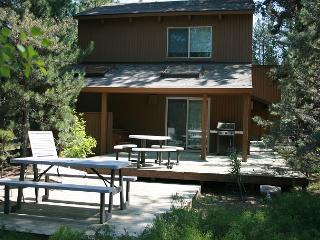 Close to Fort Rock Park, Private Hot Tub, 10 Unlimited SHARC Passes - Sunriver vacation rentals