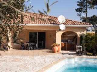 Lovely villa with a pool - Gujan-Mestras vacation rentals