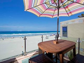 Beachfront Penthouse - World vacation rentals