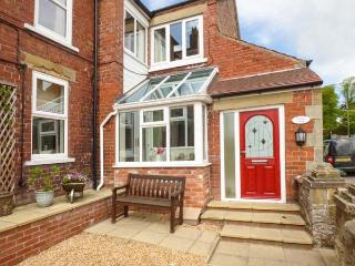 OAKLEIGH HOUSE, attractive cottage, near walks, attractions and amenities, two bathrooms, Nawton, Ref. 924570 - Nawton vacation rentals