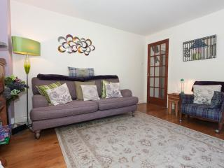 Holyroodhouse Palace Apartment - city centre flat - Edinburgh vacation rentals