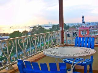 Deluxe Room in Homely Central Flat - Istanbul vacation rentals