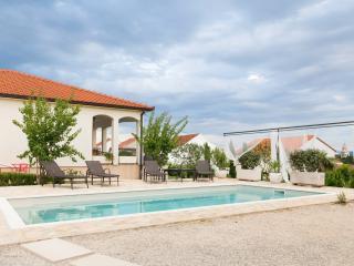Luxury Villa Sunny Garden, 10 min away from Split - Kastel Gomilica vacation rentals