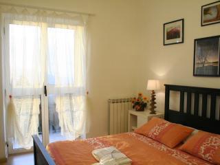 appartamento con vista lago in Villa dei Fiori - Luino vacation rentals