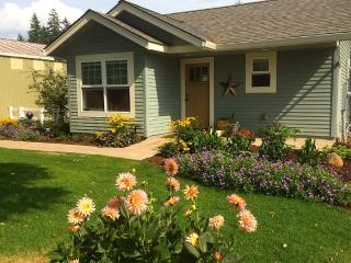 Lovely new cottage in the country - Oregon City vacation rentals