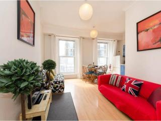 QUEEN of HYDE PARK with Free Wi-Fi - Tube 1 min! - London vacation rentals