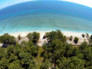 Beachfront, luxurious & private Deluxe Bungalow - Gili Trawangan vacation rentals