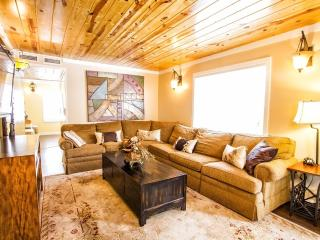 THE COTTAGE: Heated Pool & Water Slide! - Asheville vacation rentals