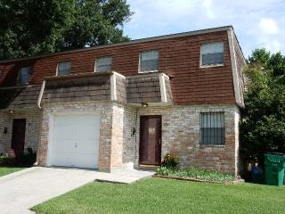 Spacious Living - Metairie townhouse with 3 large - Metairie vacation rentals