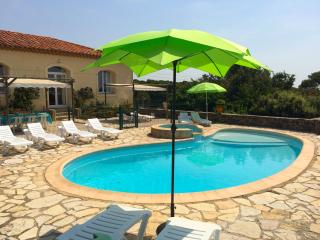 House in the nature reserve of Roque-Haute, Hérault, with colourful décor, lush garden and pool - Portiragnes vacation rentals