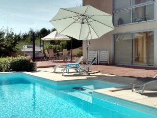 Sable Bas - Contemporary 2 bed PRIVATE POOL - Villeneuve-sur-Lot vacation rentals