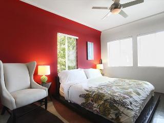 Just steps away from Abbott Kinney modern apt - Venice Beach vacation rentals