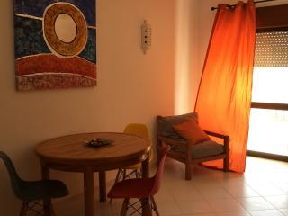 Albufeira Center 3 min walk to beach + pool+ wifi - Albufeira vacation rentals
