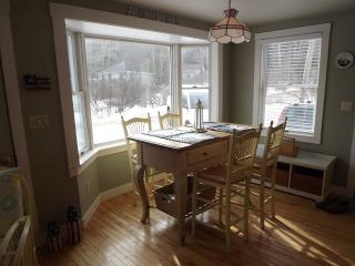 COZY COTTAGE | PET FRIENDLY | FIVE ISLANDS | GEORGETOWN, MAINE | JETTED TUB | THREE BEDROOM | GAS FIREPLACE | CLOSE TO BEACHES, SHOPPING & RESTAURANTS - Boothbay vacation rentals