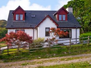 VIKING COTTAGE, pet friendly, country holiday cottage, with a garden in Glenuig, Ref 924642 - Glenuig vacation rentals