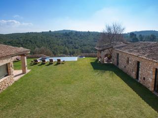 VILLA BUENA VISTA, 12 sleeps, tranquil village - Moja vacation rentals
