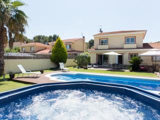 VILLA BARCELONA 4 BEDROOM WITH POOL AND JAQUZZI - Sitges vacation rentals