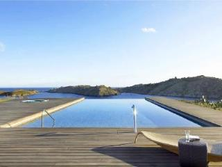 Gated Modern Ses Vistes on peninsula boasts panoramic views, infinity pool & close to beach - Cadaques vacation rentals