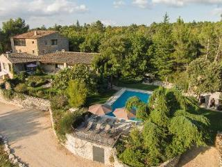 Sunny Traditional Farmhouse Val Bleu in landscaped gardens with heated pool, hot tub & fitness room - Luberon vacation rentals