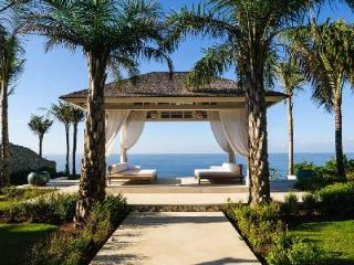 Villa Tamarama is perfect for events, with 2 pools, entertainment area & beachfront views - Uluwatu vacation rentals