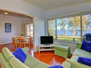 At Lakes Edge Cottage - The Entrance vacation rentals