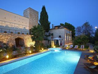 Villa Dojmi, authentic old stone villa with pool - Vis vacation rentals