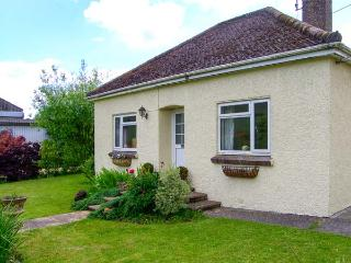 DOWNS VIEW, pet-friendly, WiFi, enclosed garden, near Mere, Ref 920641 - Mere vacation rentals