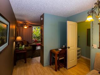 THIS STUDIO IS YOUR OASIS IN PARADISE - WALK ALL AROUND TOWN - Kailua-Kona vacation rentals