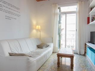 Gracia, close Gaudi, WIFI, Balcony, AC - Barcelona vacation rentals