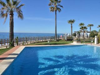 Fabulous flat in Calahonda, Andalusia, overlooking the sea - La Cala de Mijas vacation rentals