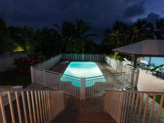 Idyllic island-style flat in Sainte-Anne, Guadeloupe, with one bedroom and balcony - Varzy vacation rentals