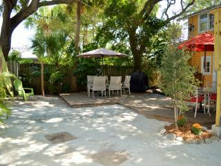 Cottage by the Beach - 15% off Aug 8-22! - Indian Rocks Beach vacation rentals