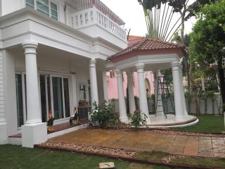 Beautiful villa at Perfect Place Sukhumvit 77 - Samut Prakan vacation rentals