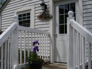 Grapevine Cottage - Cozy Historic Location - Hermann vacation rentals