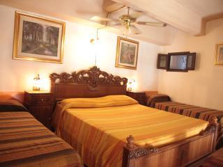 Studio Marilyn for 2-4 p. in palazzo Braghò 1721 - Tropea vacation rentals