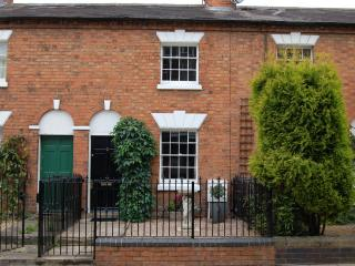 New Listing! Cottage in heart of Stratford town - Stratford-upon-Avon vacation rentals