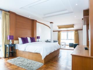 Dasiri Downtown Residence Unit 1 - newly renovated - Bangkok vacation rentals