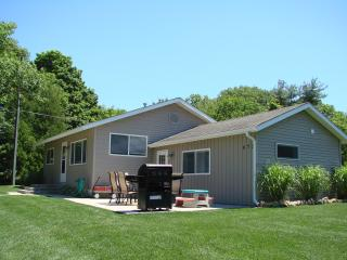 Sliver Lake 3 bedroom Cottage sleeps 8-10 - Mears vacation rentals