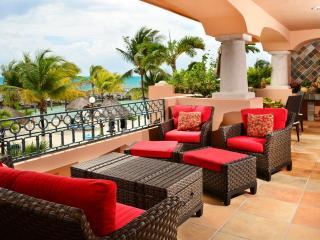 Tres Hermanas - 3 or 4 bedroom beachfront condo - Puerto Aventuras vacation rentals