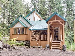 Cabin with close ski access, private hot tub, room for six! - Government Camp vacation rentals