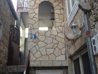 Peaceful robinson apartment - Vis vacation rentals
