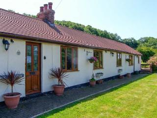 BRON BERLLAN UCHAF, family friendly, country holiday cottage, with a garden in Dyserth, Ref 10361 - Dyserth vacation rentals