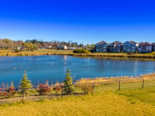 Lakeview 2 BDR Apt w/Pool Table - Edmonton vacation rentals