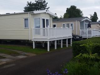 Brand new 3 bedroom caravan on Haven Rockley Park - Poole vacation rentals