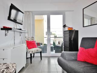 Cozy Antibes Vacation Rental with Sea View, Balcony, WiFi - Antibes vacation rentals