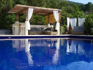 Villa Tropez. Panoramic views, shops & beach close - Cogolin vacation rentals