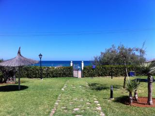 Cozy 2BD beachfront apartment with pool - Denia vacation rentals