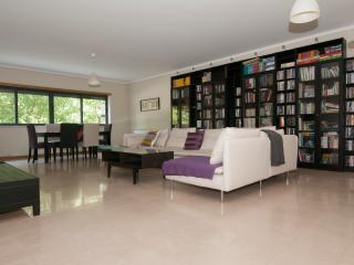 Luxury at the heart of Lisbon's trendiest area - Lisbon vacation rentals