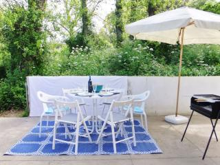 Garden flat near the beach and Porto centre - Vila Nova de Gaia vacation rentals