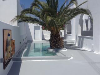 GREK GODDESS SPICY CAYENNE - Santorini vacation rentals